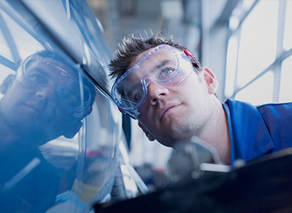 technician in a auto manufacturing facility